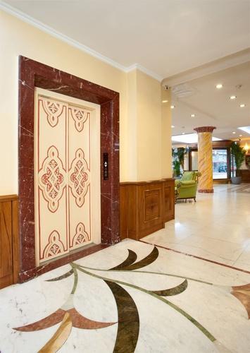 Aufzug marconi hotel mailand